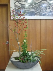 赤い実が美しい秋の和風の寄せ植え