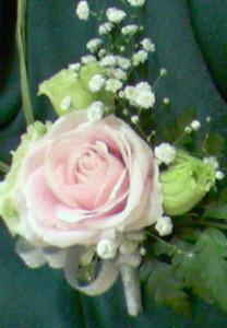 今日のコサージュ 薔薇