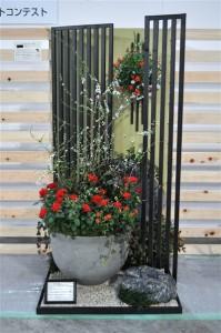 フラワードーム ハンギングコンテストミニガーデン バラの寄せ植えハンギングバスケット『和モダン』花創人はなそうにん