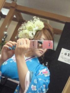 白いバラの卒業式の生花の髪飾り