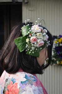卒業式の生花の髪飾り
