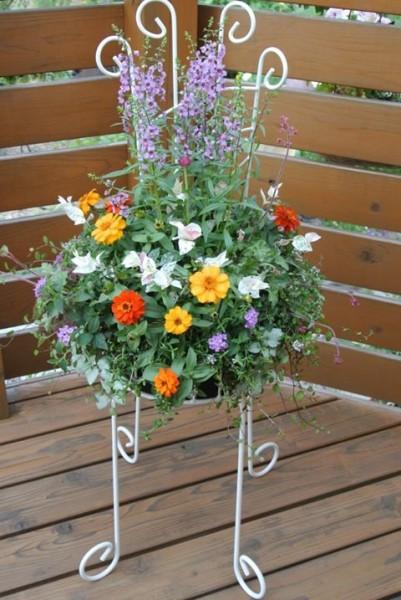 130509椅子の花かご