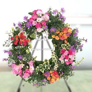 今週の #花ズバっ は、バラ咲き #ジュリアン 今月の教室でもお作りいただく #リース のご紹介です。